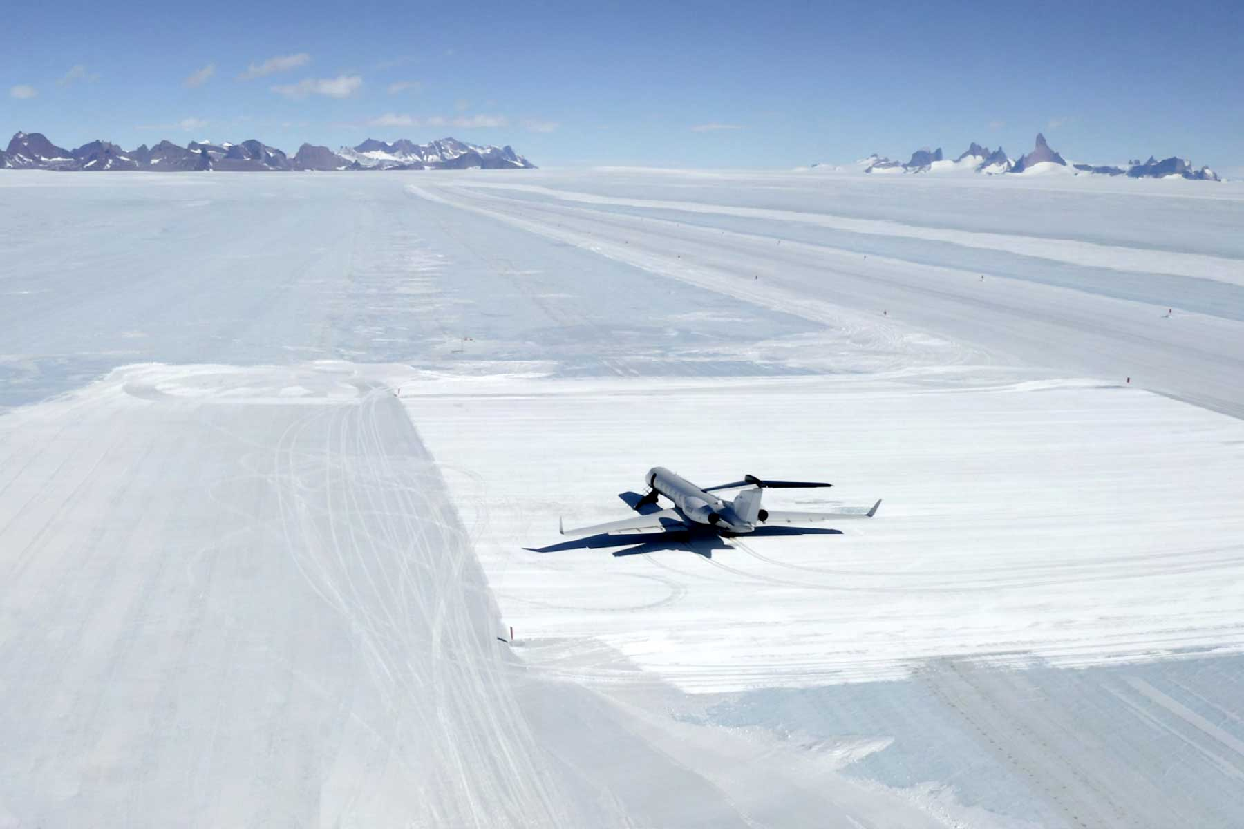 南极Wolf's Fang冰上简易机场