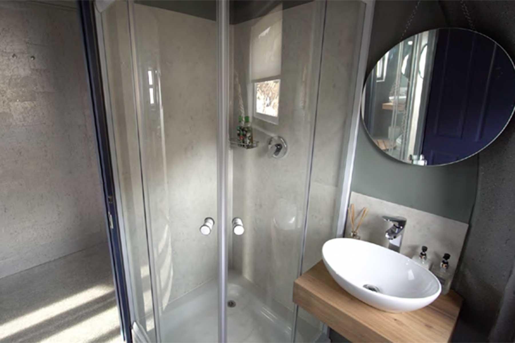 Whichaway Oasis营地室内淋浴