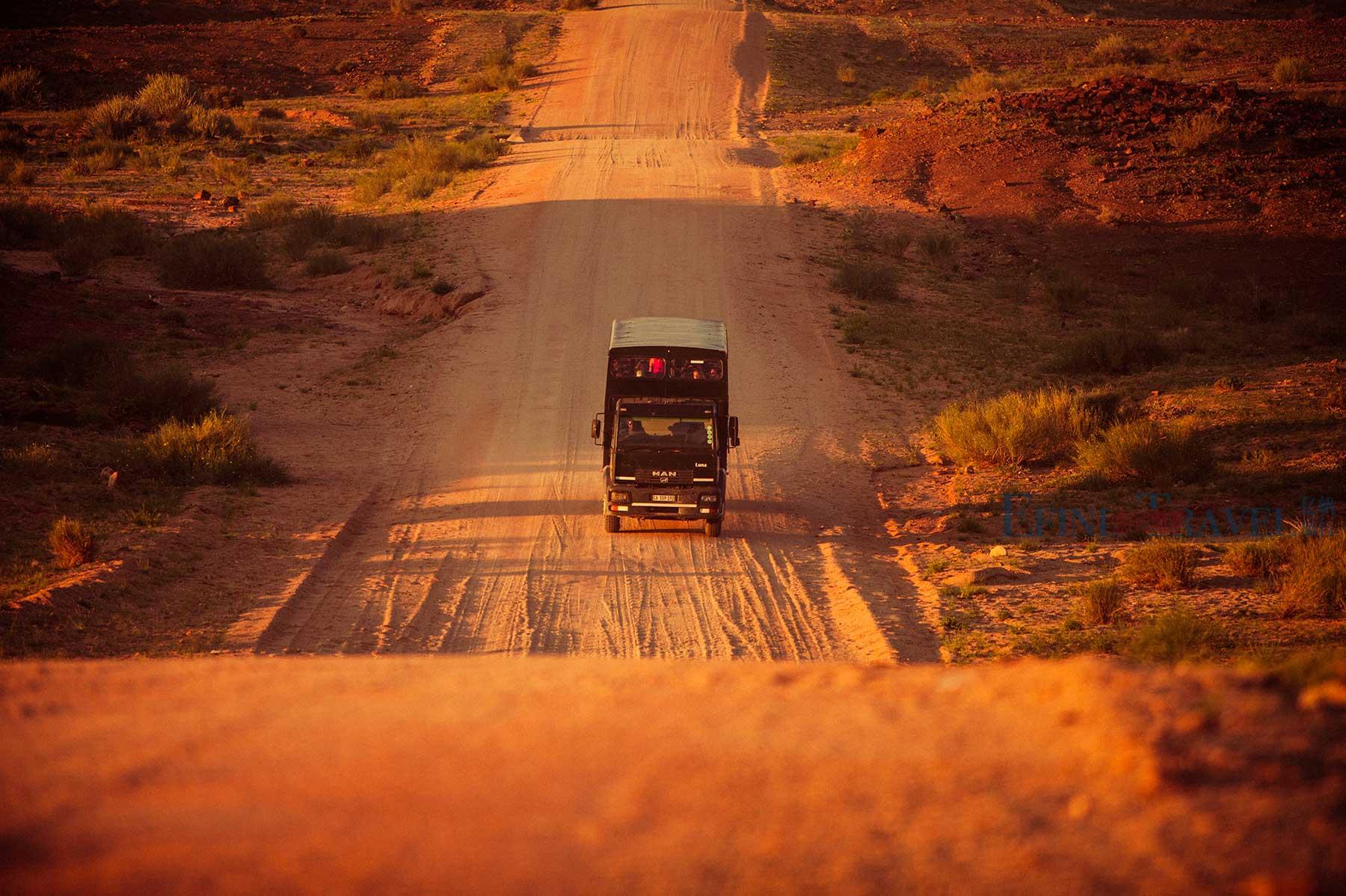 穿越非洲旅行越野卡车